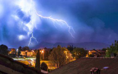 Zo bescherm je apparaten bij onweer